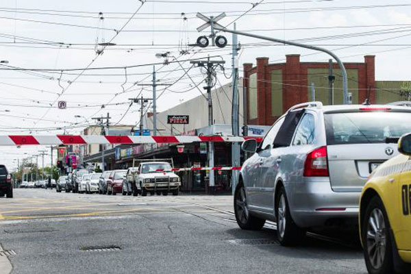 Article image for Kiosk owner 'kicked out' after level crossing removal project