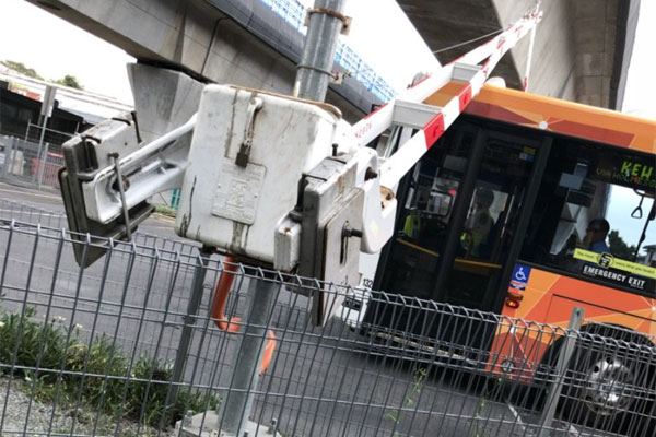 Article image for Melbourne bus stuck under level crossing after driver attempts mad dash across tracks