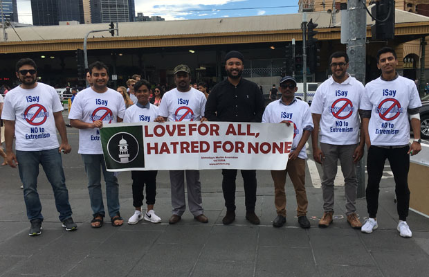 Article image for Muslim group makes statement outside Flinders Street Station