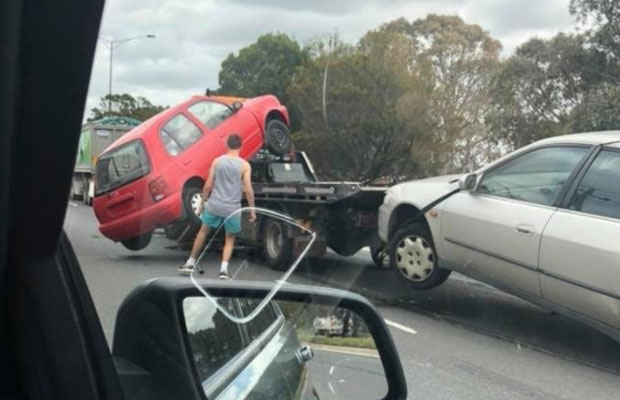 Article image for Car falls off tow truck while driving