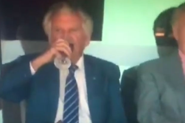Article image for Why there was no crowd reaction to Bob Hawke's annual 'skol' at the cricket