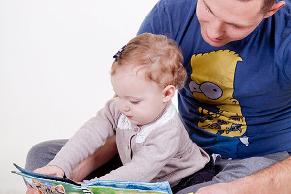 Article image for Kids better readers if Dad does bedtime stories rather than Mum