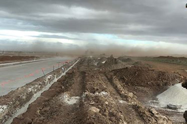 Article image for Wild winds lash Melbourne, bringing dust storm and traffic chaos