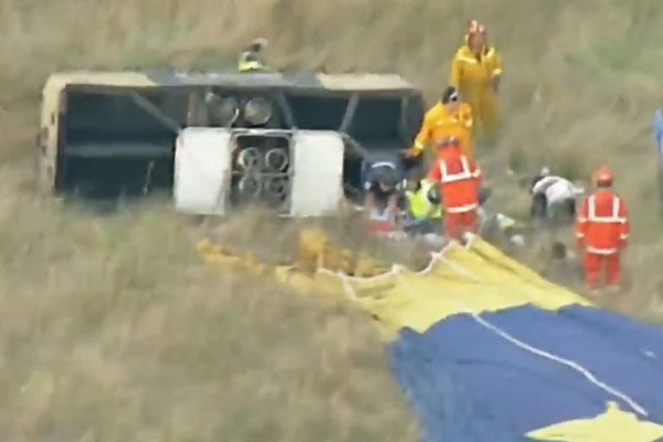 Article image for Emergency crews on site as hot air balloon suffers 'hard landing' north-east of Melbourne