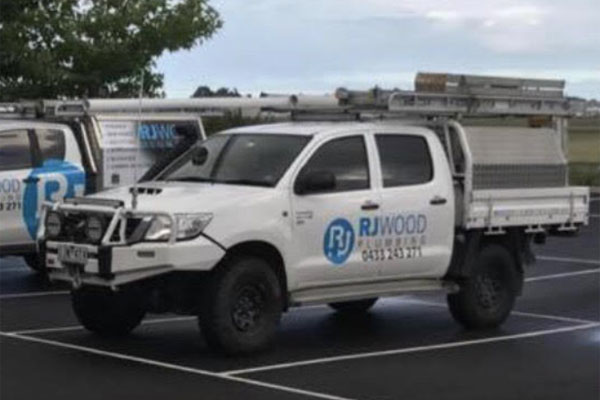 Article image for Ute stolen as tradie pays for petrol in Melbourne's outer-east
