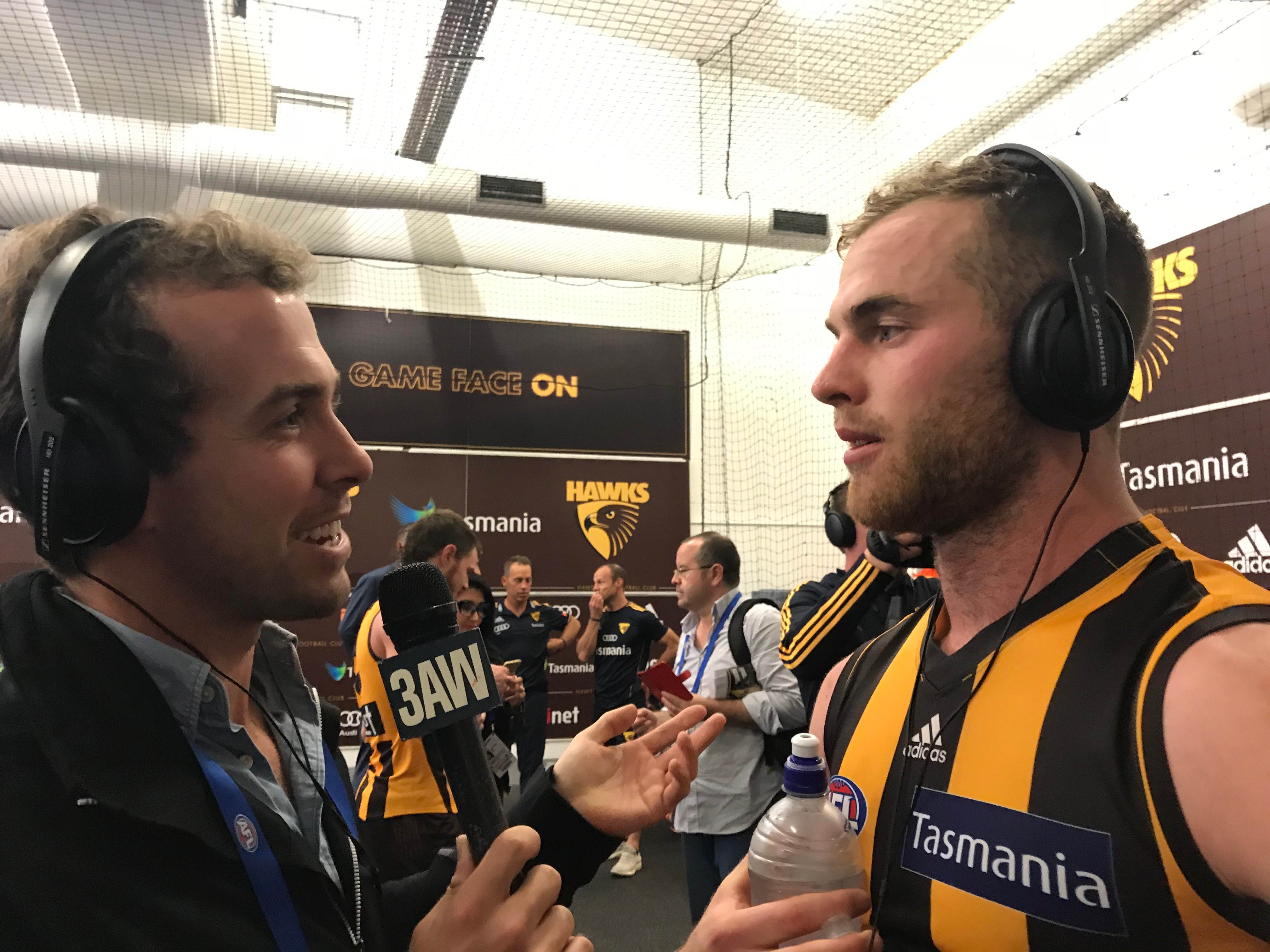Article image for Tom Mitchell breaks the all-time disposal record as the Hawks beat Collingwood