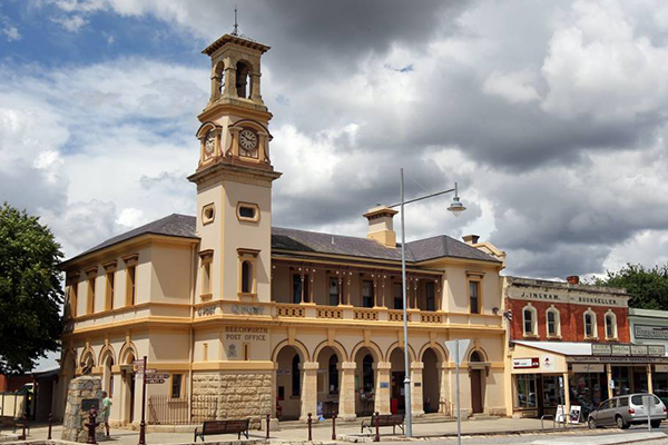 Article image for Rumour confirmed: Country town's mail goes uncollected for six months