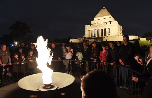 Article image for Thousands flock to Shrine to reflect on Anzac Day