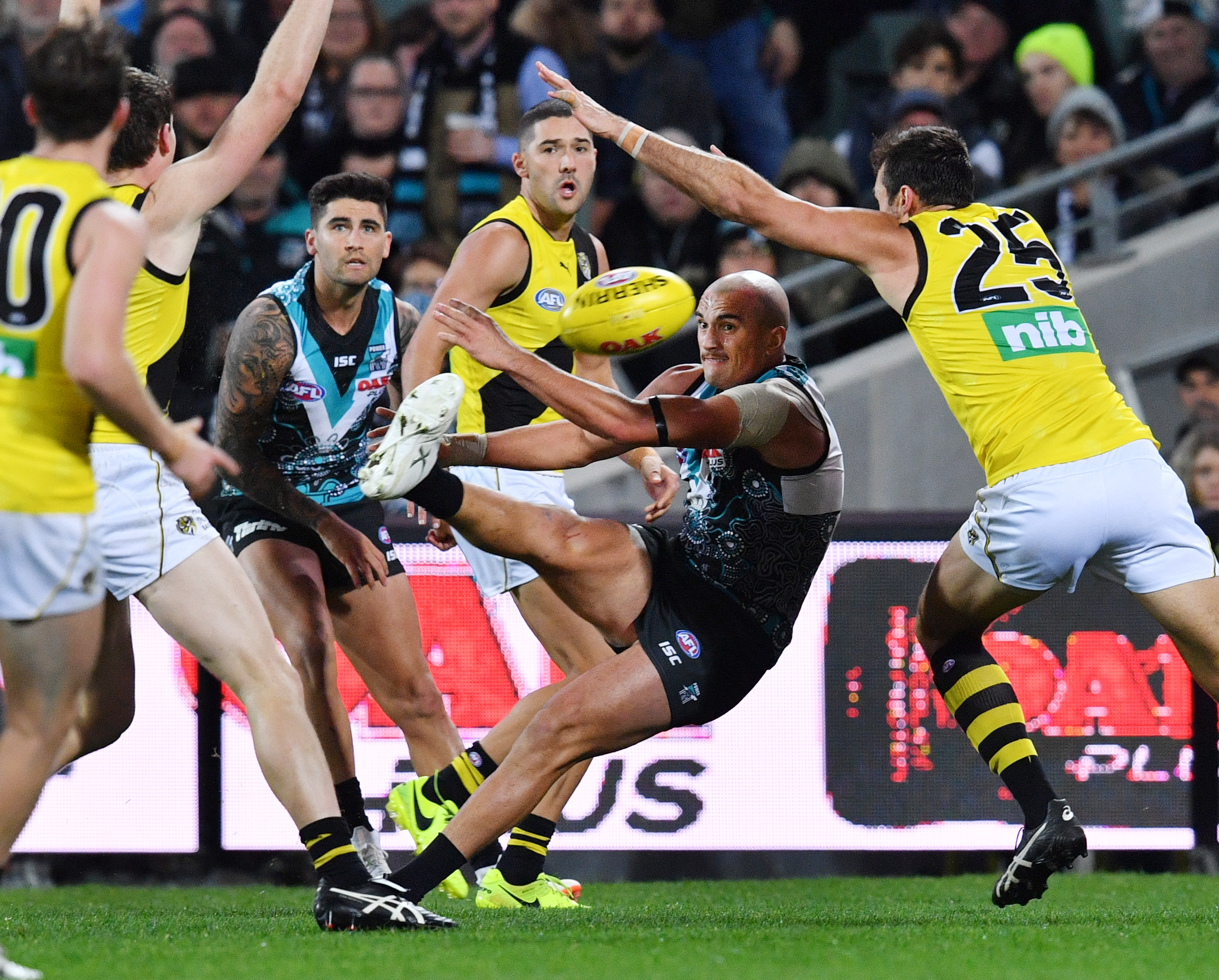 Article image for Port Adelaide run away from Martin-less Tigers