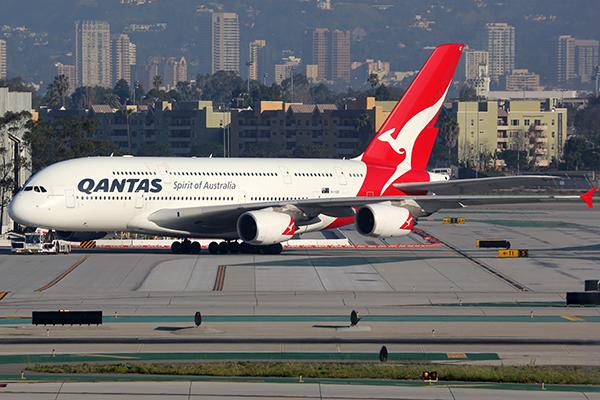 Article image for 'No. Way.': Qantas passenger calls Ross and John to scoff at 'nosedive' story