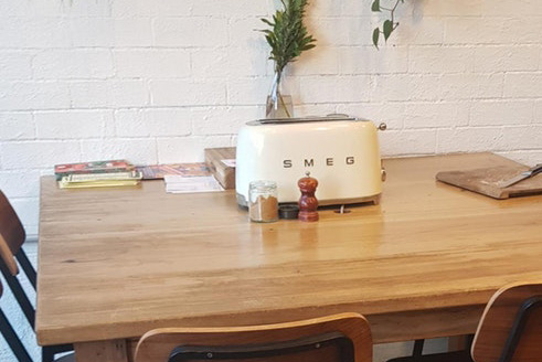 """Article image for Melbourne cafe reaches """"peak hipster"""" by letting customers toast their own bread"""