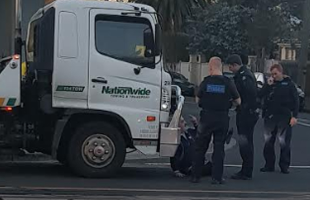 Article image for Bizarre tow truck protest in Melbourne's east