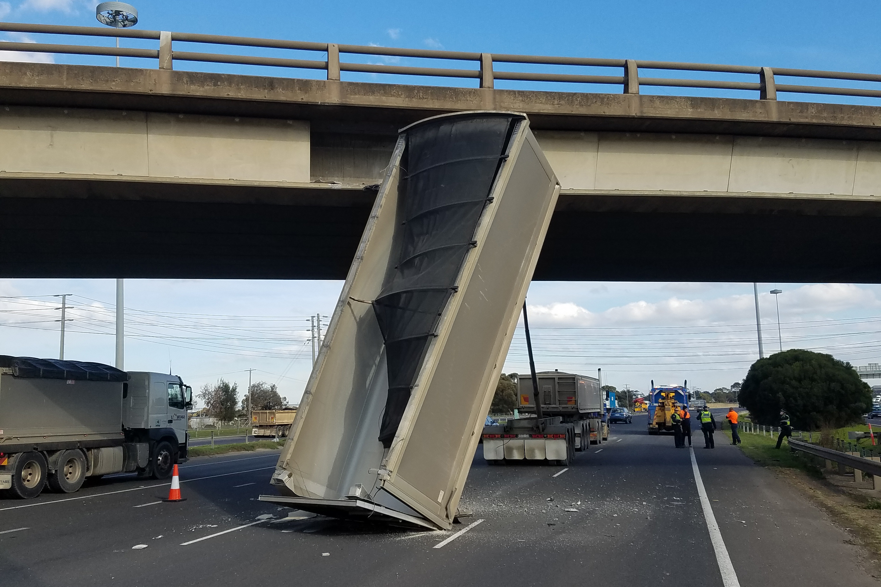 Article image for Truck load standing upright on Princes Fwy causes delays back to Toorak Rd