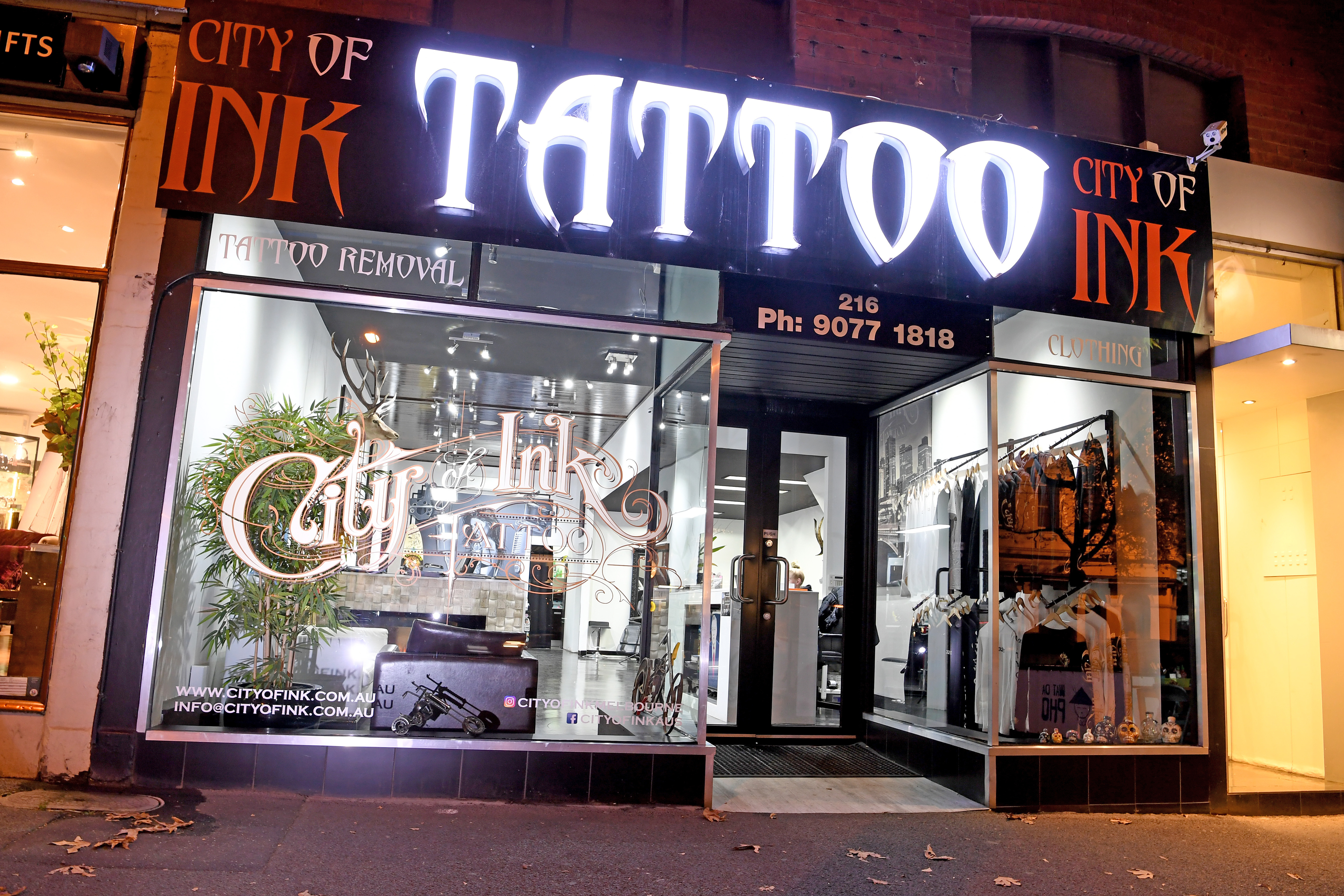 Article image for Police attend ex-Tiger's tattoo parlour after shooting
