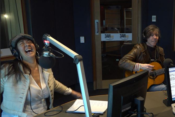 Article image for Linda Bull performs in studio with Denis Walter