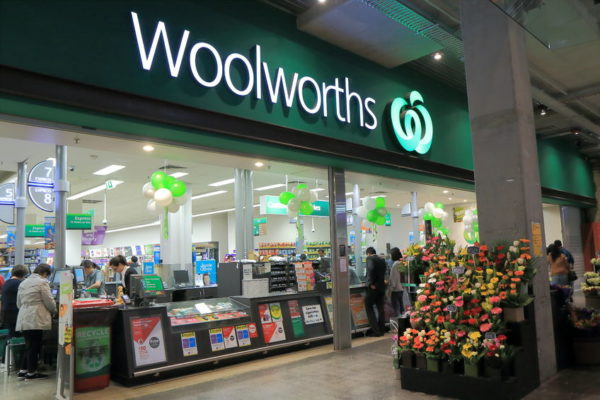 Woolies boss would have rolled out bag ban 'differently' as sales slump