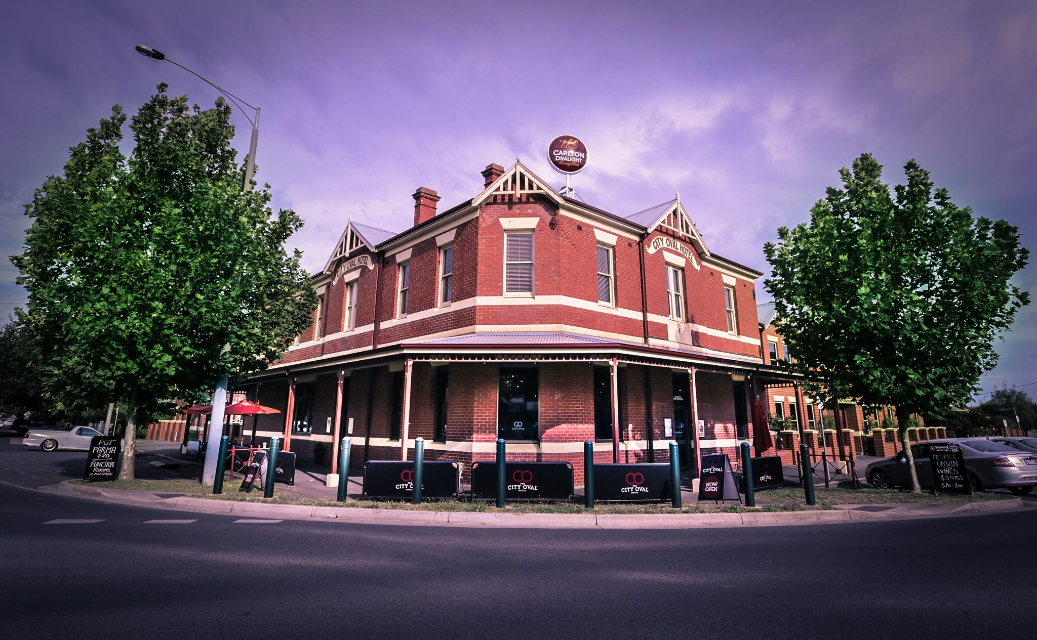 Article image for Pub Of The Week: Tony Leonard reviews the City Oval Hotel