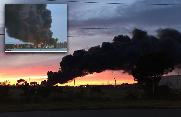 """Article image for Footscray fire could burn for """"3 or 4 days"""" as smoke continues blanket western suburbs"""