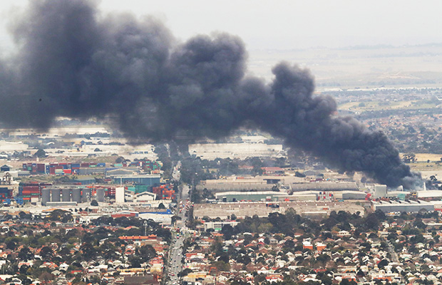 Article image for West Footscray fire: Blaze under control, but 19 suburbs remain on smoke alert