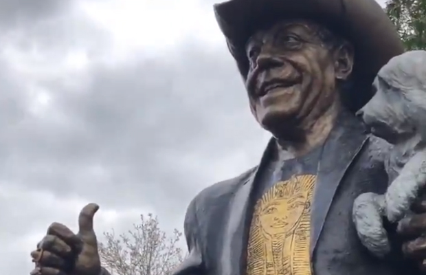 Article image for Molly Meldrum statue unveiled at Richmond