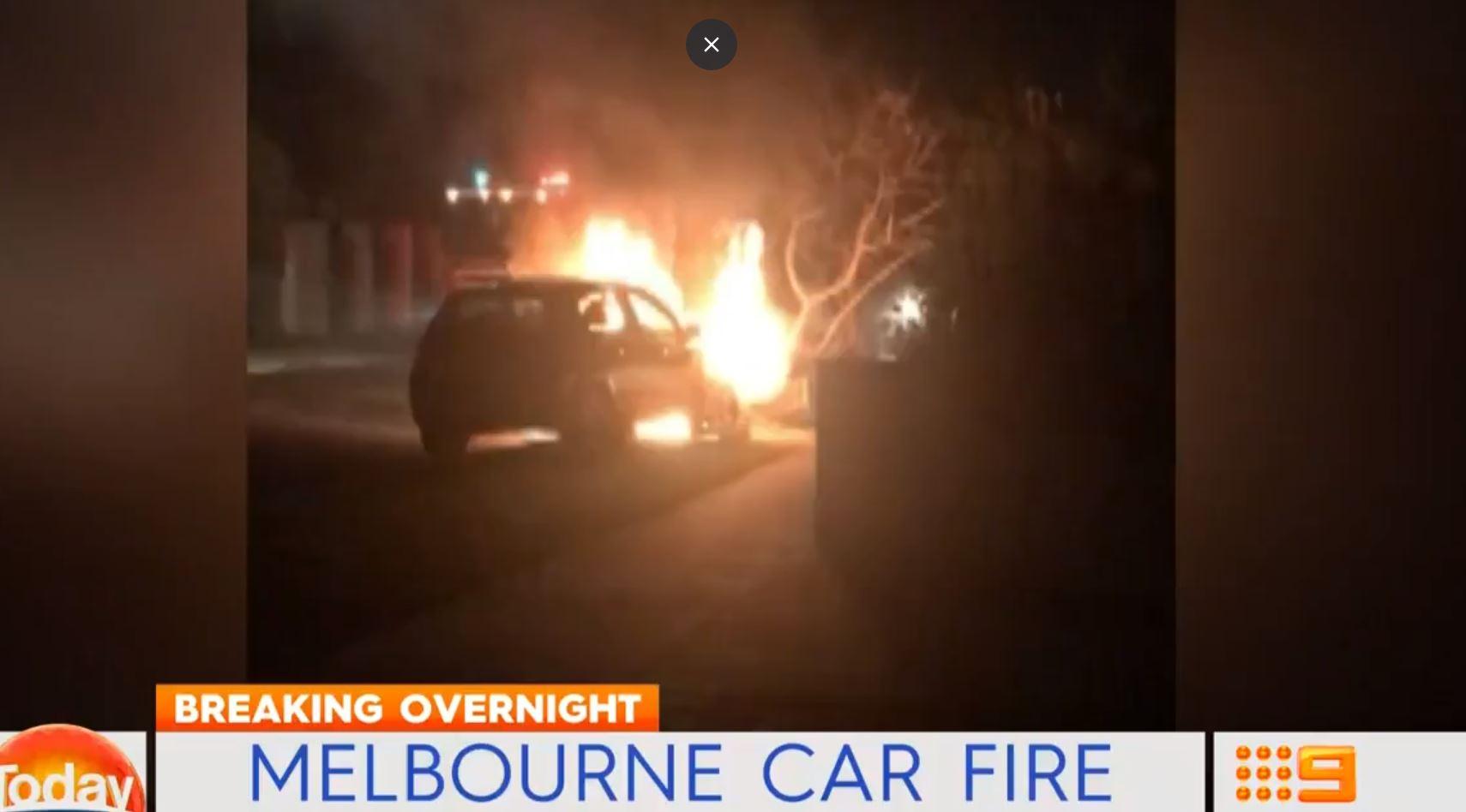 Article image for Men flee following fiery crash in Caulfield