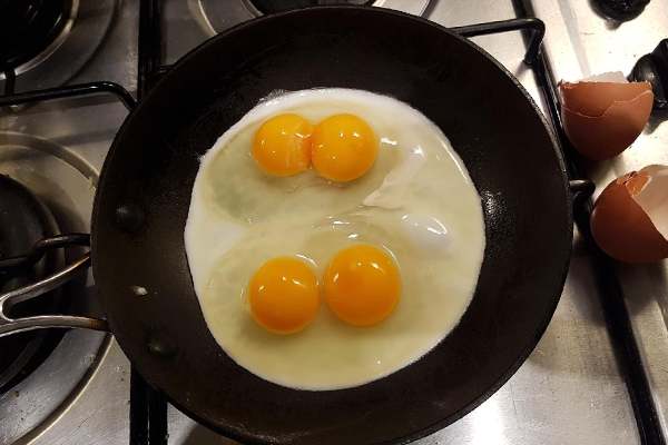 Article image for Eggstraordinary: 3AW Breakfast listener discovers 11/12 double yolkers