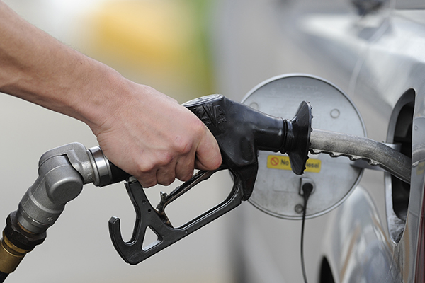 Article image for The great petrol rip-off: Drivers should 'shop around more' as prices soar, ACCC says