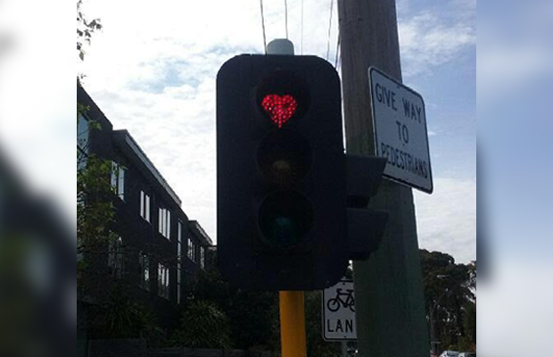 Article image for 'These lights are bizarre!': Heart-shaped traffic lights in St Kilda won't be there much longer