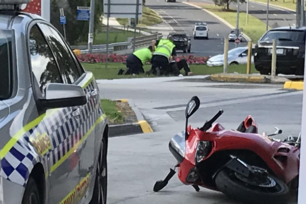 """Article image for """"He just dropped the motorcycle and started running"""": Tradie comes to aid of police in dramatic arrest"""