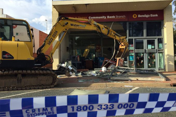 Article image for VIDEO: Offenders use excavator in attempt to steal ATM near Echuca