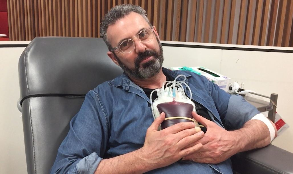 Article image for VIDEO: Justin Smith rolls up his sleeve to help avoid a blood shortage