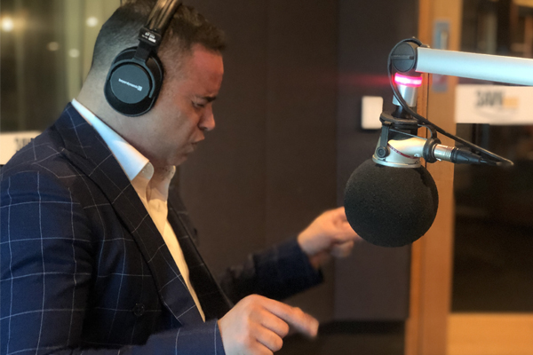 Gary Pinto performs 'Cupid' live in the 3AW studio