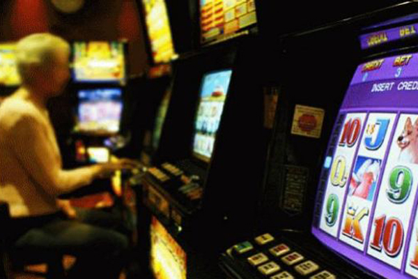 Article image for Junior footy club president says Darebin's pokies plan could force closure of community organisations