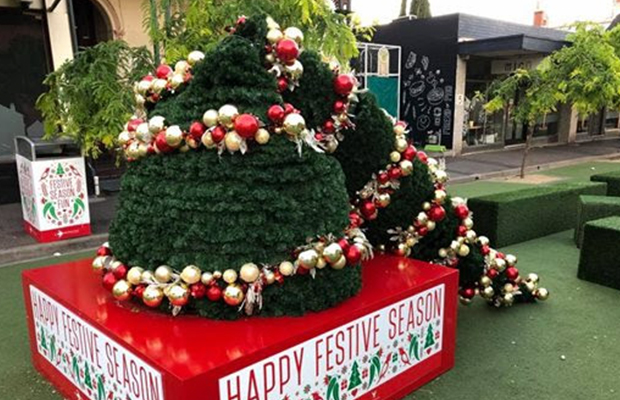 Article image for Grinches attacks Yarraville Christmas tree