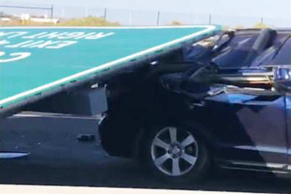 Article image for Sign which fell on the Tullamarine Freeway had only been there about 12 months