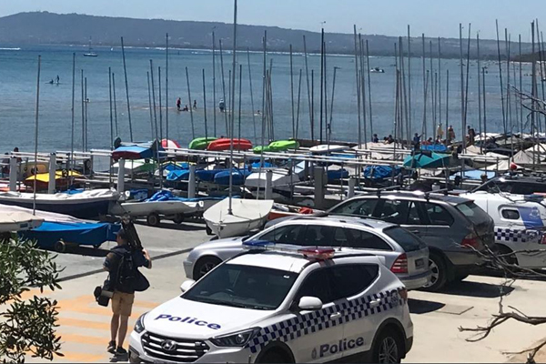 Article image for Man critical after boat capsizes at Blairgowrie