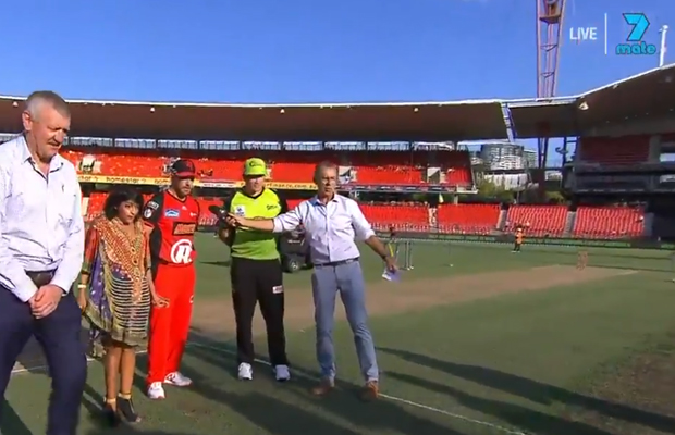 Article image for Video: BBL bat flip goes awry, takes out photographers!