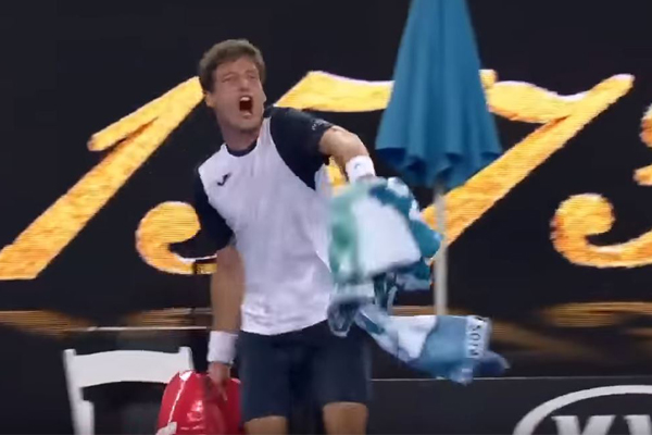 Article image for Spanish tennis player's shocking dummy spit at the Australian Open