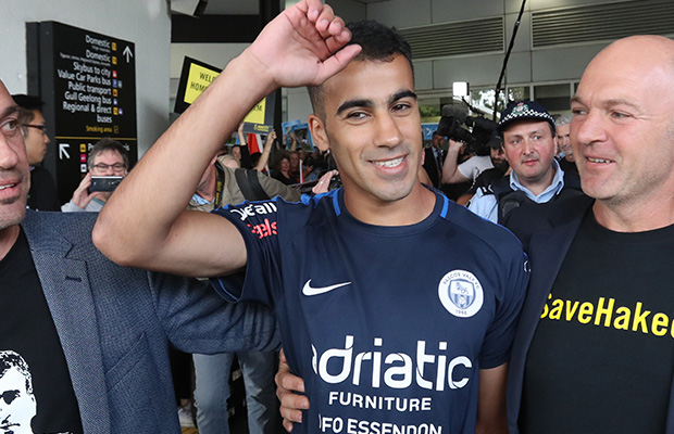 Article image for Refugee soccer player Hakeem al-Araibi returns home to Melbourne after Thailand ordeal