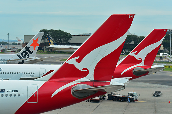 Qantas plans non-stop flights to London and New York