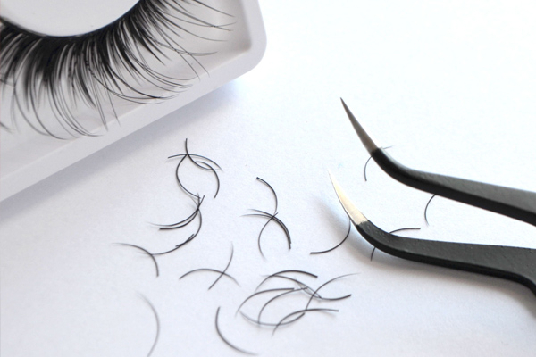 Article image for Catholic school forces students to pull out eyelash extensions on photo day