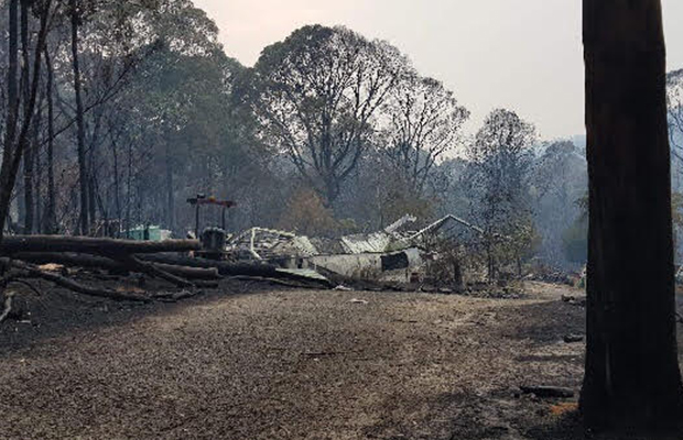 Article image for Victorian fires: Calls to help Walhalla 'sheriff'
