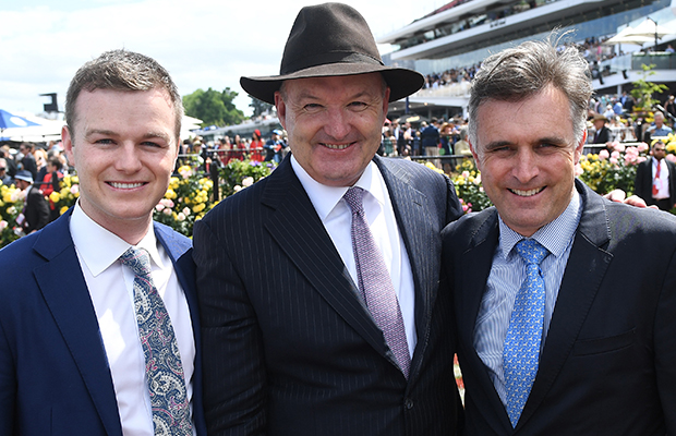 Article image for Leading trainer calls for Darren Weir to be stood down