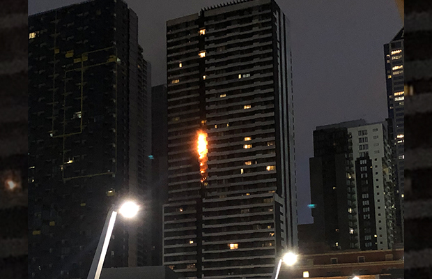 Article image for VIDEO: Ross and John narrate as scary Spencer St fire breaks out live on air