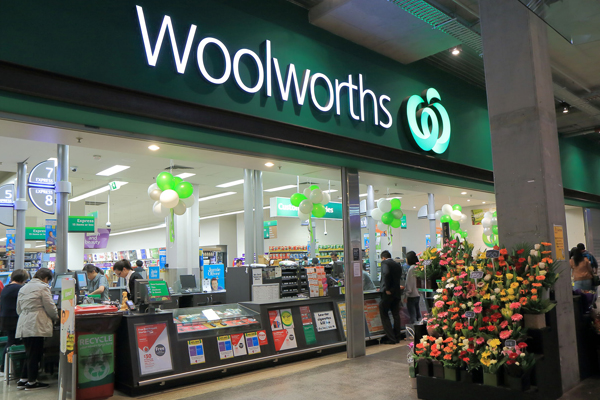 Article image for Woolworths announces it will stop selling $1-a-litre milk