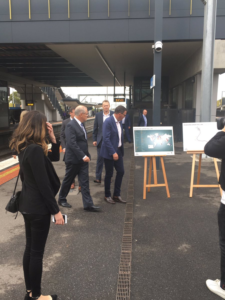 Article image for State and federal governments lock in commitment to airport rail link