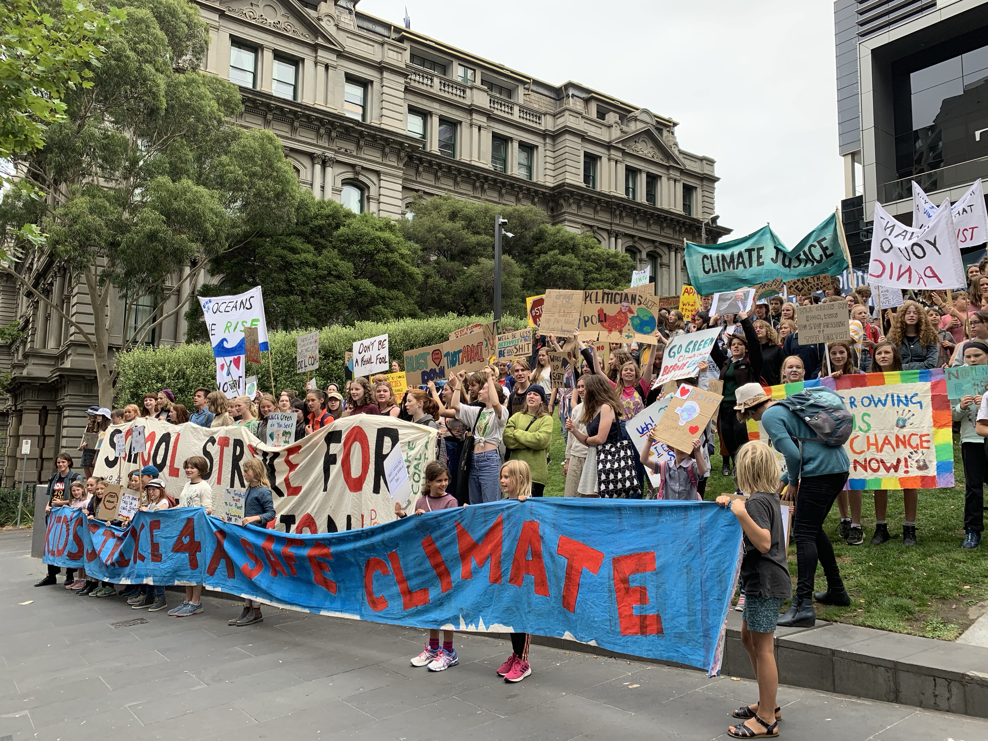 Article image for Organisers of kids climate strike don't know what converting to renewables will cost