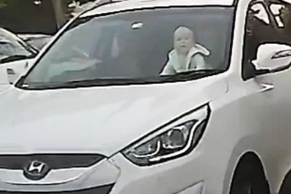 Article image for VIDEO: Driving instructor captures vision of baby crawling on dashboard