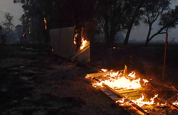 Article image for Victorian fires latest: Nine properties destroyed, fears for many more