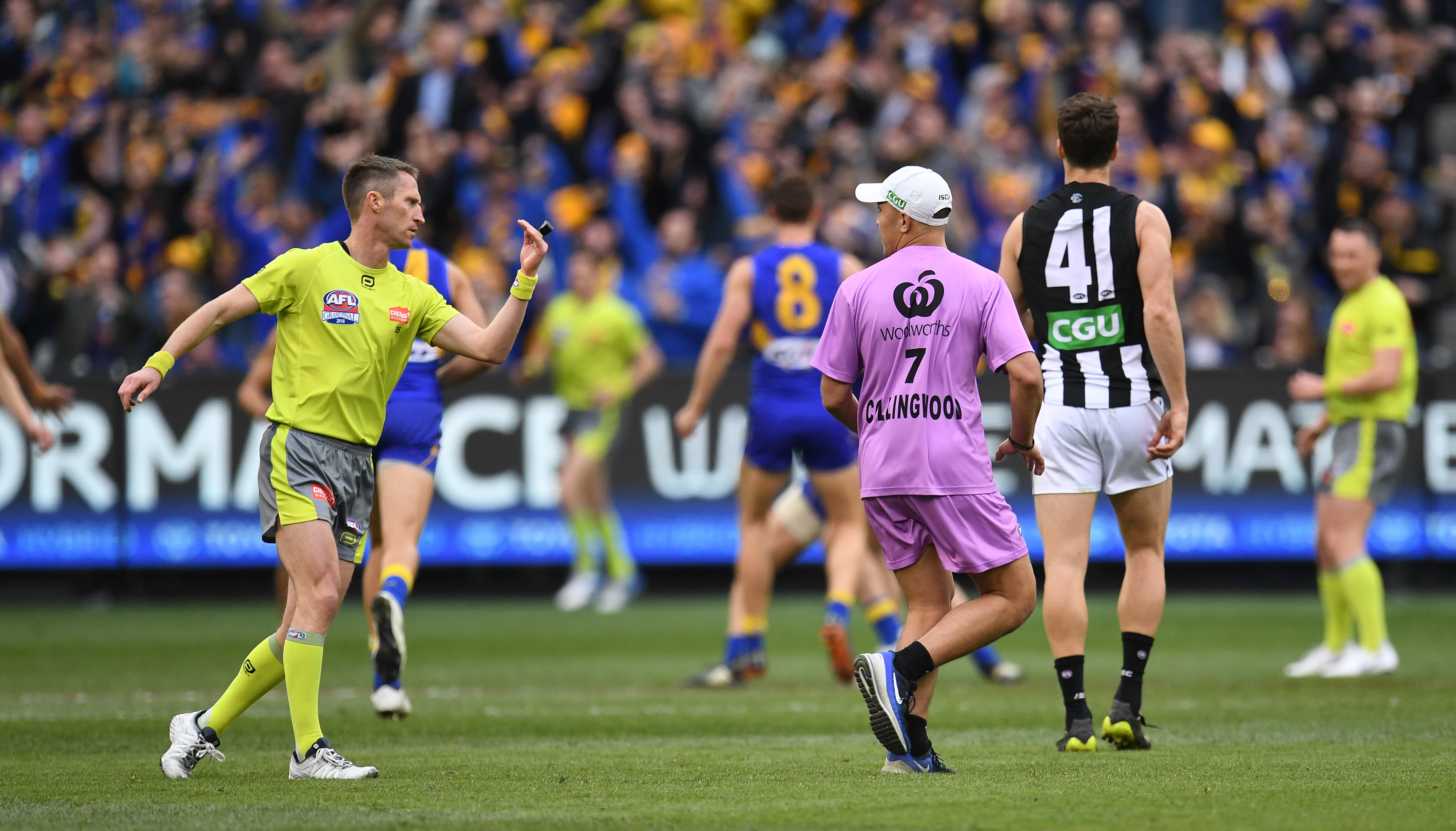 """Article image for """"It's the ambiguity in the rules"""" – AFL umpires defend themselves"""
